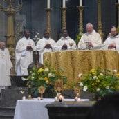 Prêtres présents pour la fête de la Miséricorde Divine