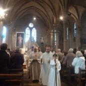 De nombreux prêtres sont venus confesser et prier avec nous