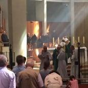 La divine lumière pénétre dans les vitraux de l'église