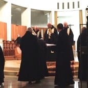 Vénération des reliques par les moines 1