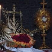 Un très beau coeur de roses pour Jésus