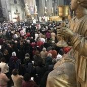 Une foule rassemblée pour louer la Miséricorde Divine
