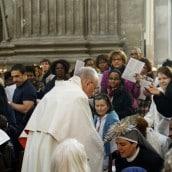 Procession du Saint Sacrement Dimanche avec le Père Simonnet